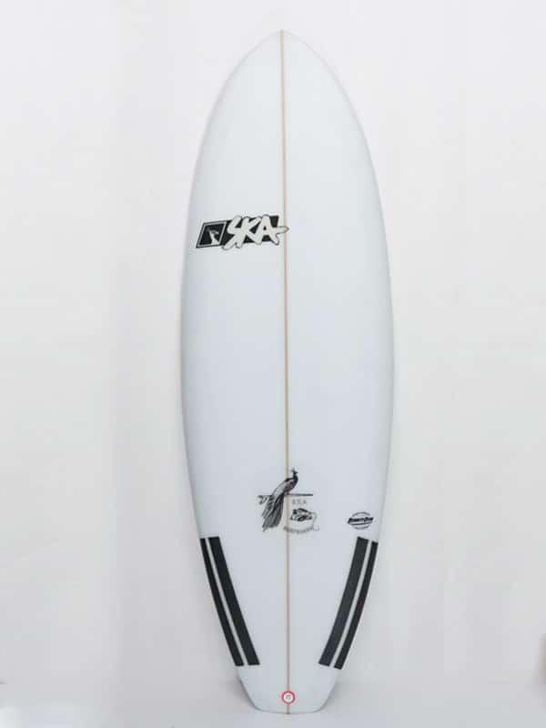 foto del front della bullet il modello di tavola surf ibrida progettato per onde piccole e mareggiate estive, ogni tavola è personalizzabile sia tecnicamente che graficamente