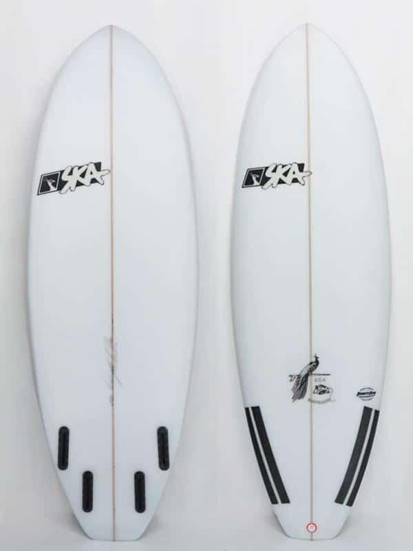 mini tavola da surf bullet il modello di tavola surf ibrida progettato per onde piccole e mareggiate estive, ogni tavola è personalizzabile sia tecnicamente che graficamente