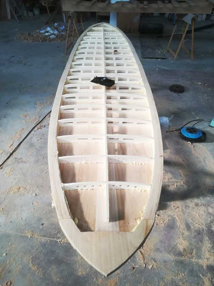 l'interno di una tavola surf in legno. Una tavola pregiata ed esclusiva che renderà il tuo surf unico