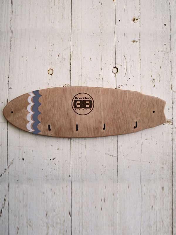 Surf style Appendichiavi Primo piano del prodotto ideale per arredare la casa dei surfisti. Creato a mano da uno dei migliori artgiiani che creano complemento d'arredo per surfisti