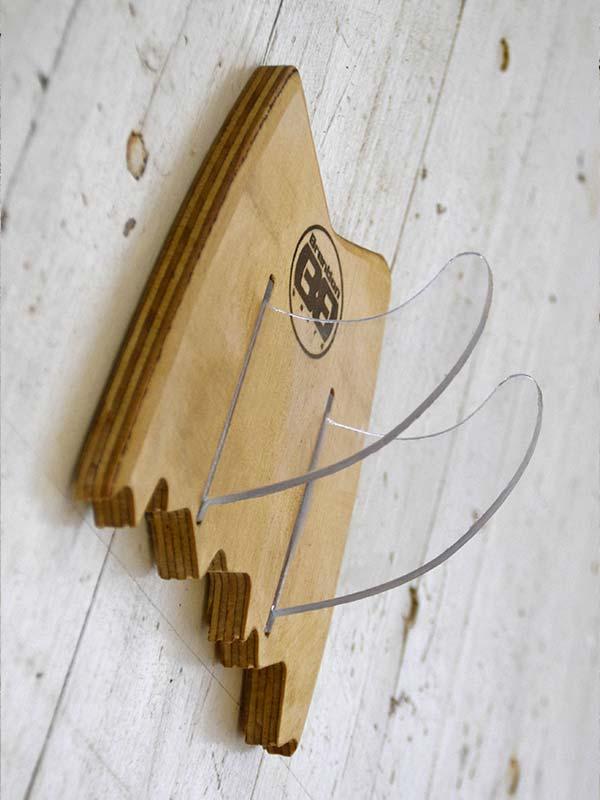 Rack per ogni modello di tavola da skate, creato in legno e plex da Brention board, personalizzabile su Blide.zone