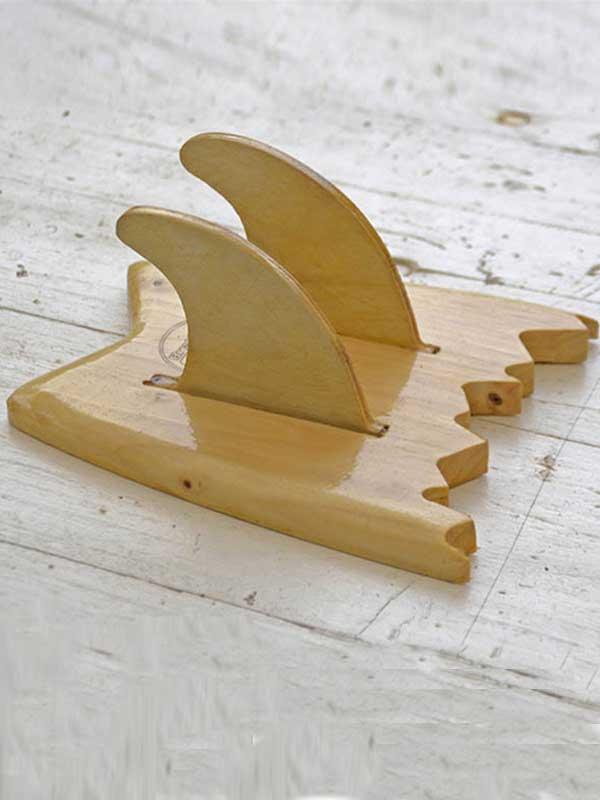 dettaglio di un supporto per ogni tipo di tavola da skate. Prodotto a mano e personalizzabile in ogni dettaglio da Brention Board. In esclusiva su Blide.zone