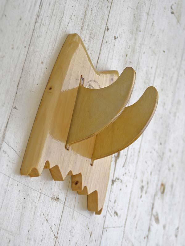Supporto parete skate. Rack per ogni modello di tavola da skate, creato in legno da Brention board, personalizzabile su Blide.zone