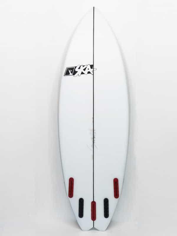 il bootom della killer jet la tavola da surf ad alte prestazione. Il set up a 5 pinne conferisce versatilità a seconda della condizione delle onde che il surfista dovrò affrontare