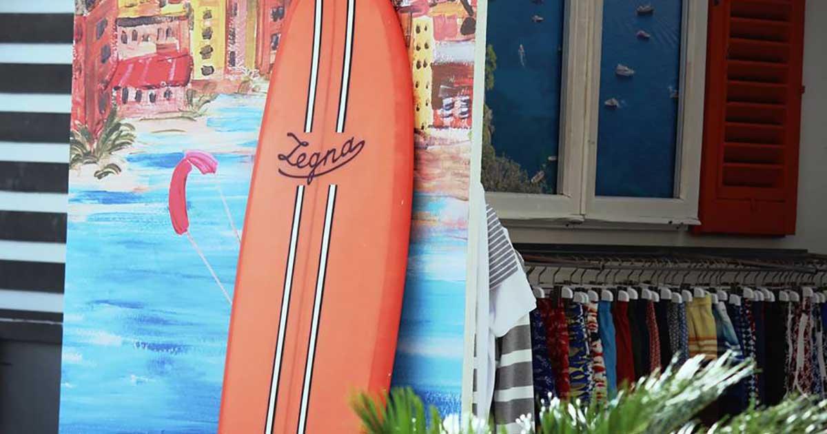 Primo piano della tavola da surf richiesta per l'allestimento di Zegna moda uomo al manifestazione di Firenze Pitti Uomo
