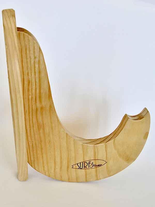 rack tavole sup di profilo. Il rack è ideale per esporre il tuo Sup o windsurf al muro e arredare la tua casa o il tuo negozio con stile