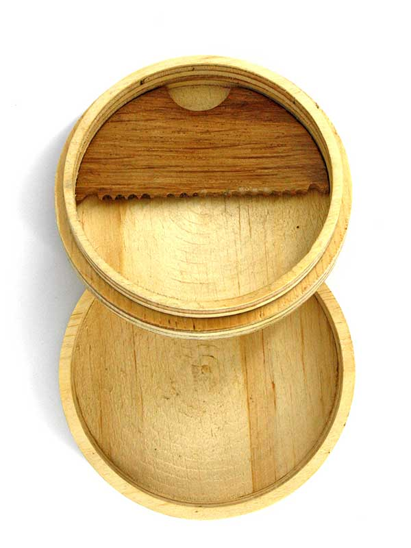 il wax box un accessorio per il surf da non far mancare nella tua borsa oppure un ottimo regalo per un surfista. Il porta cera è interamente fatto a mano in Italia!