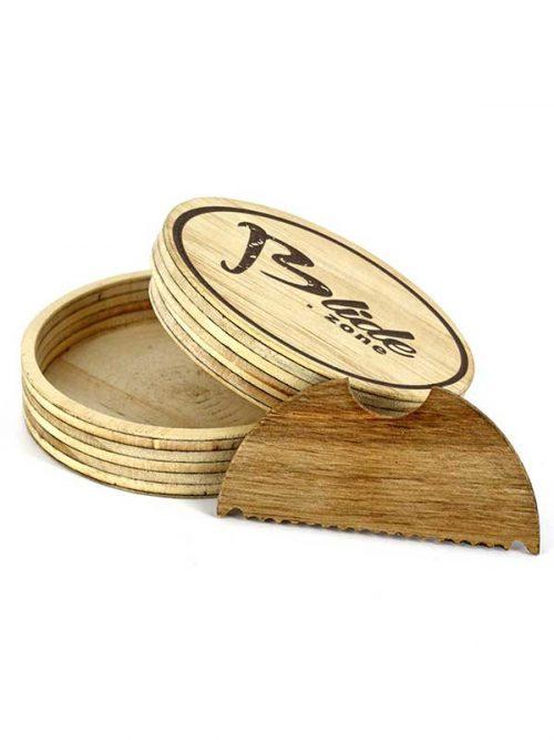 Il porta cera surf con pettine per togliere la cera vecchia dalla tua tavola da surf. Il wax Box è marchiato Blide.zone, una granzia di qualità e artigianato italiano