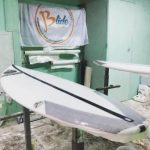 Il modello lemon drop nella shaper room, una tavola da surf senza longherone, stringerless che offre prestazioni e resistenza. il massimo per un surfista italiano