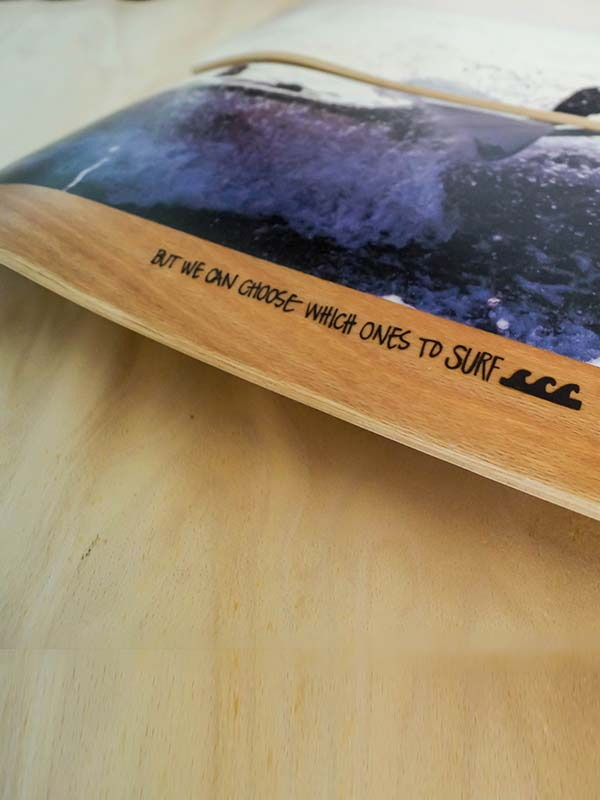 il dettaglio della grafica della tavola da skate personalizzata adatta per l'esposizione