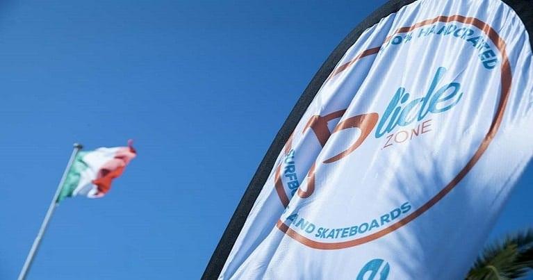La bandiera di Blide.zone affianco a quella Italiana. il simbolo del made in italy e dell'artigianato surfistico italiano