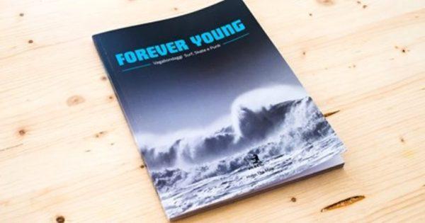La coeprtina del libor rivista edito da Hobo the Mag sulle origini del surf, una pietra miliare per il surf Italiano