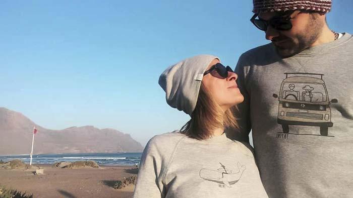 Giulia e Matteo i Tatini, artisti che amano il surf e creare arte semplice basata sul surf e sui viaggi