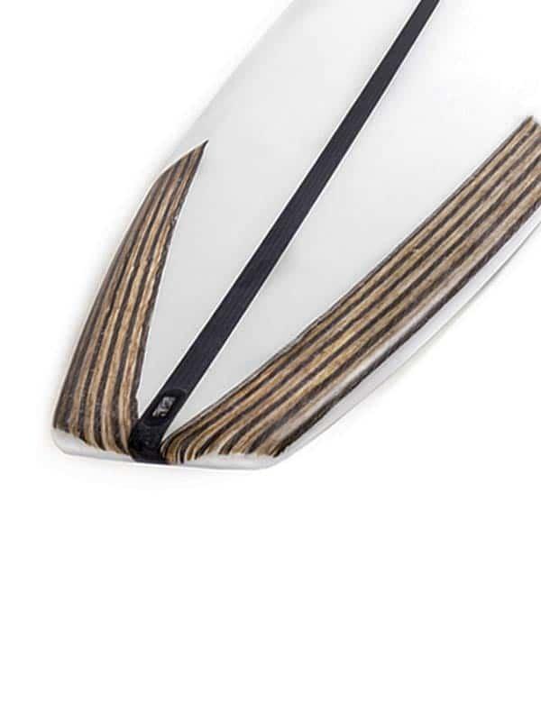 Il tail della tavola da surf con rinforzi in canapa
