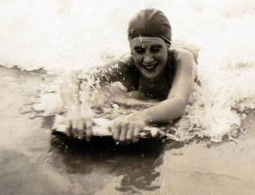 LA GRINTA DELLA FRIZZANTE SETTANTENNE SURFISTA  BRITANNICA GWYNETH HASLOCK