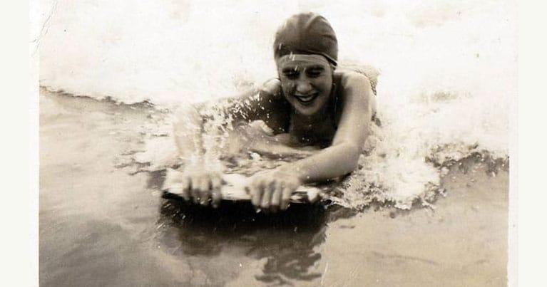 Gwyneth Haslock la prima surfista britannica