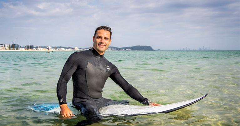 il professor Vini Simas racconta la sua ricerca su surfisti e sul perchè fa bene il surf