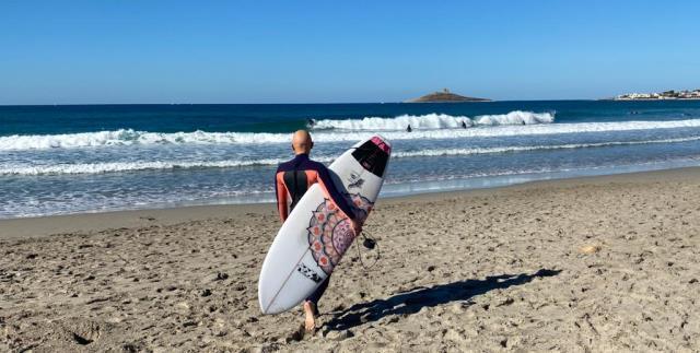 vincere l'alopecia con il surf, la storia di ornella