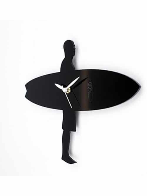 profilo dell'orologio da parete con sagoma surfista