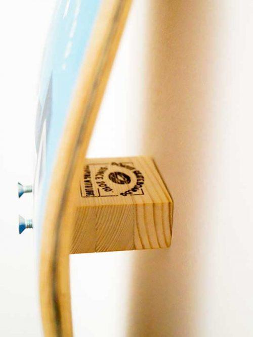 appendere skateboard al muro