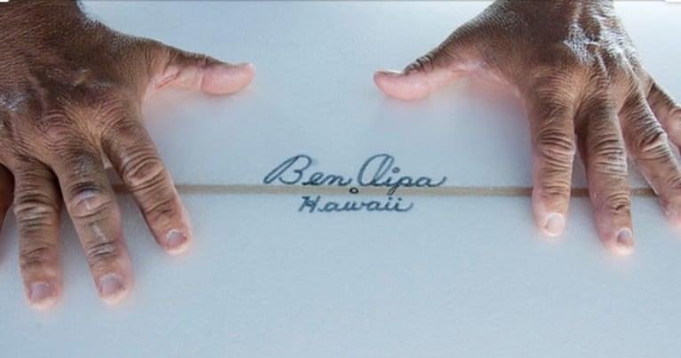 Firma dello shaper surfboard leggendario Ben Aipa