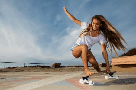 ragazza su skate