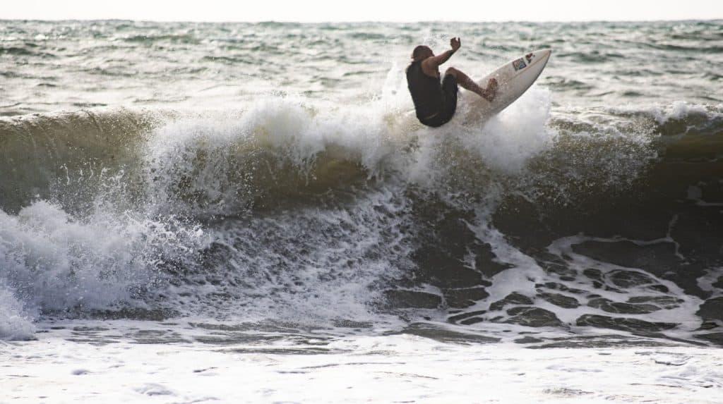 Matteo Capo Nani surfing